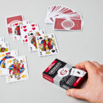 Étui du jeu de cartes bridge symétrie rouge